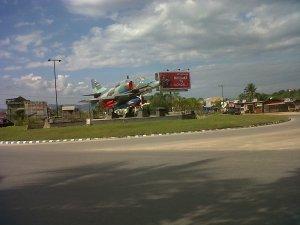 Bundaran Pesawat Terbang di poros menuju bandara Halu Oleo Kendari