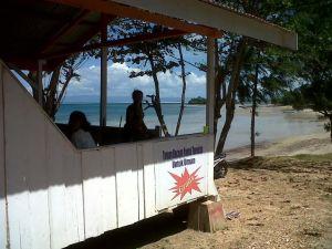 Taman Baca di lokasi Pantai Toronipa/Ft: Mahaji Noesa