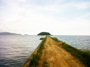 Tampak Pulau Keramat  ujung dermaga/Foto : Mahaji Noesa